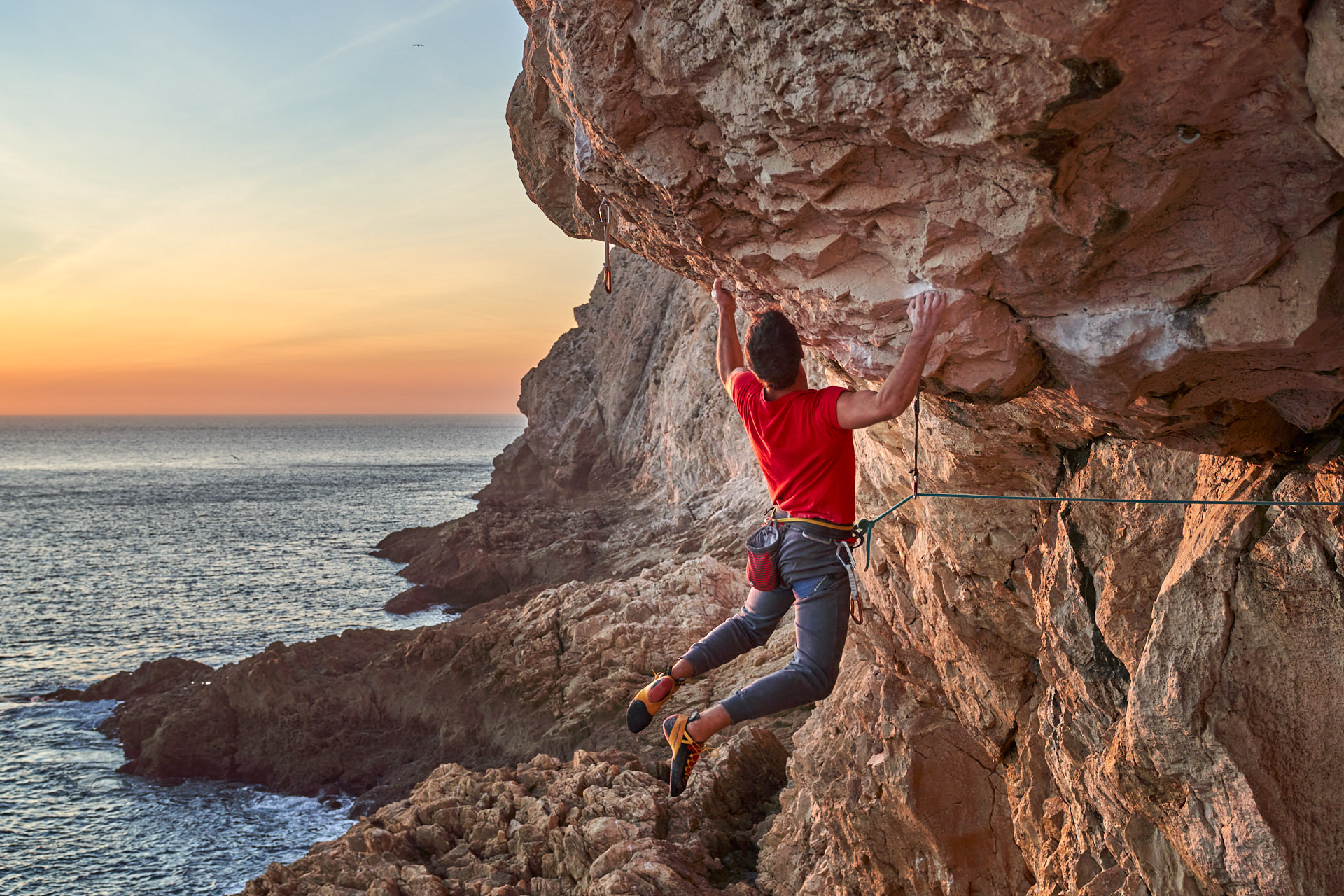 Lisbon Climbing Guide - Tiago Martins climbing La Traviata (8a) in Atlântida ©Martim Vidigal
