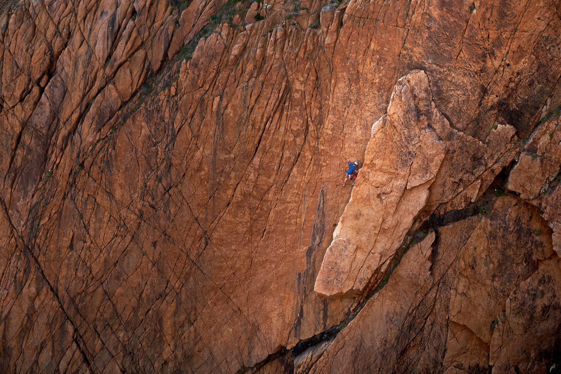 Lisbon Climbing Guide - Tiago Martins climbing in Cabo da Roca ©Martim Vidigal